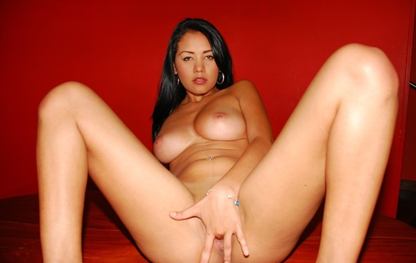 pacinos-adventures-busty-latina-fingering-herself